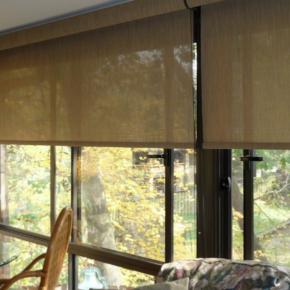 Рулонные шторы на балконное окно фото
