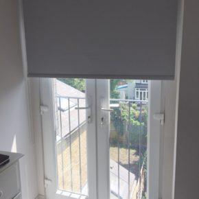 Рольшторы на балконную дверь серые
