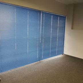 Горизонтальные жалюзи в офис